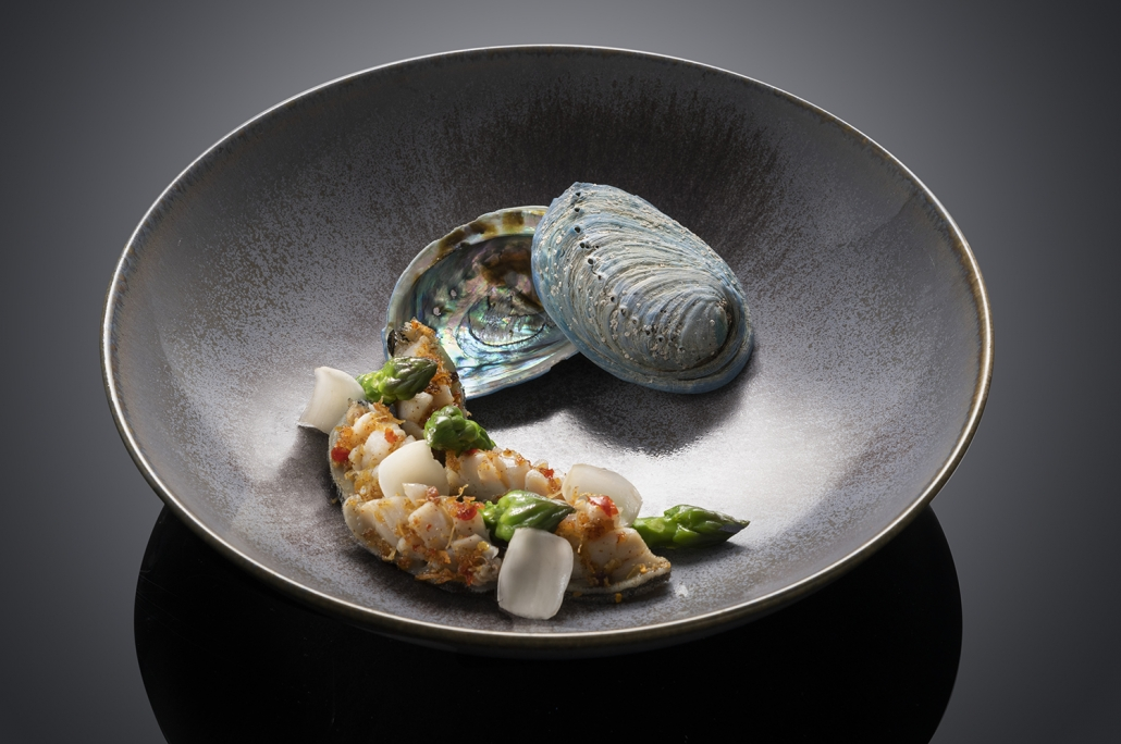 Lobster neck to a seashell on a plate