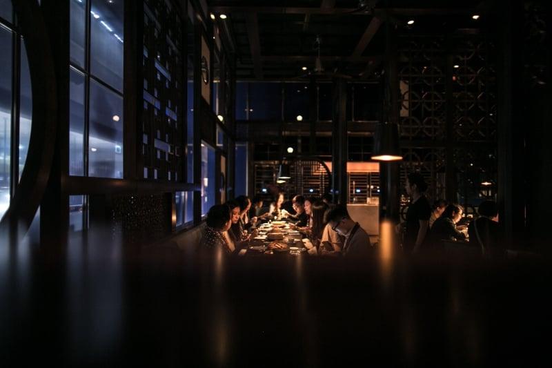 People eating at Hakkasan Abu Dhabi